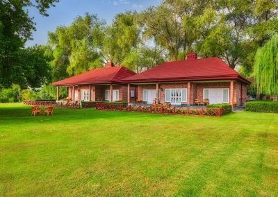 Cottage-exterior-768x563